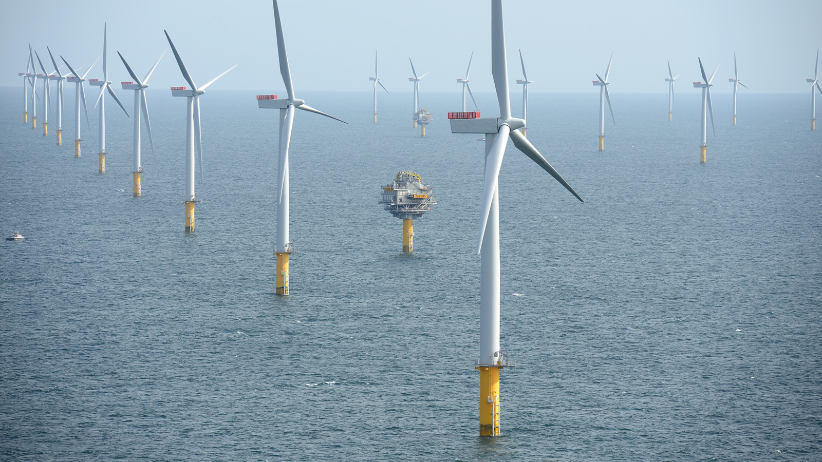 <h4>More than Enough to meet the East Coast's Energy Needs</h4><h5>Offshore wind power could provide twice the amount of energy needed to power the Atlantic coast states (including heat and cars).</h5><em>Sherringham Shoal Wind Farm, England / Harald Pettersen/Statoil CC BY 2.0</em>